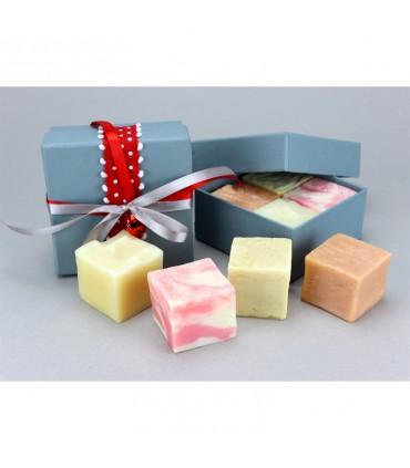 Рождественская серая подарочная коробка 4 кубика мыла